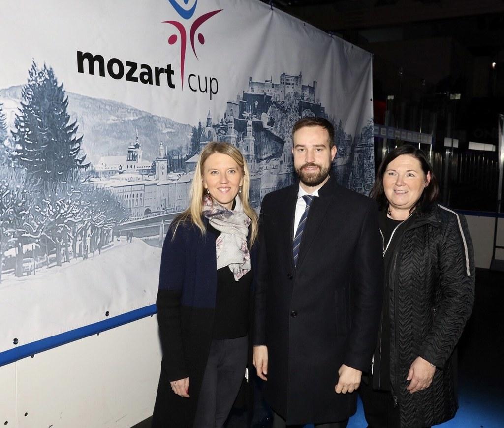 Mozartcup in Salzburg, im Bild Landesrat Stefan Schnöll mit der Repräsentantin d..