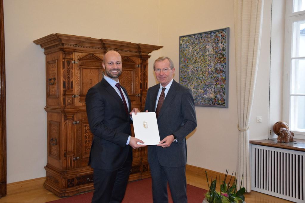 Dominik Rosner (li.) erhielt das Bestellungsdekret als Leiter der Abteilung Wass..