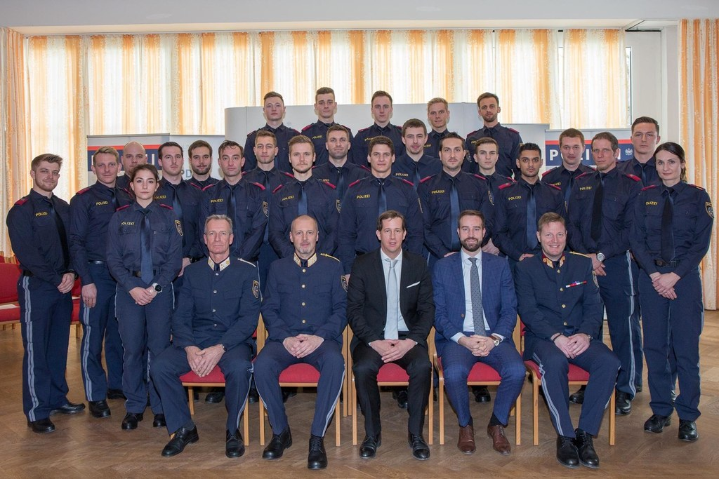 Landesrat Stefan Schnöll bei der Lehrgangsabschlussfeier der Polizeischülerinnen..