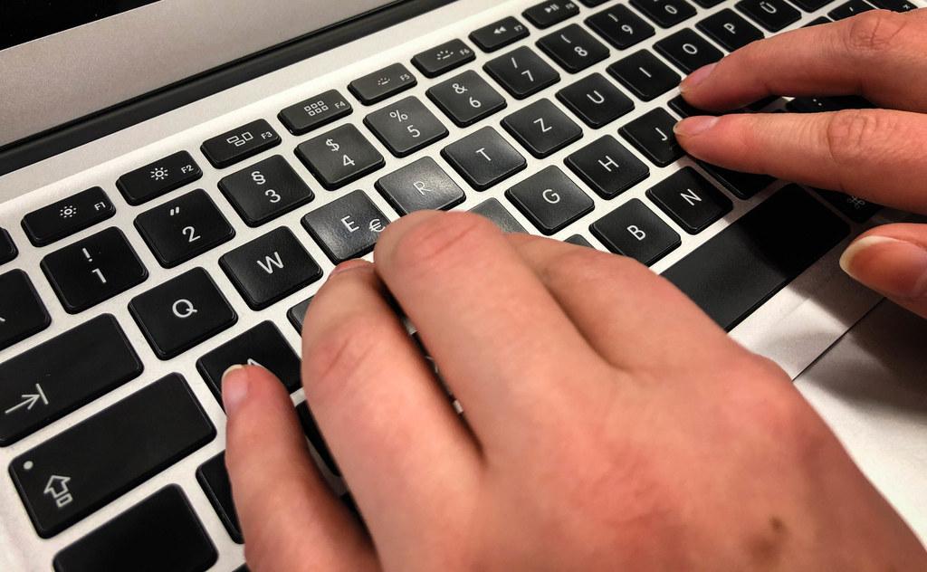Rasch, einfach und unbürokratisch - Anträge digital mit dem E-Formular stellen.