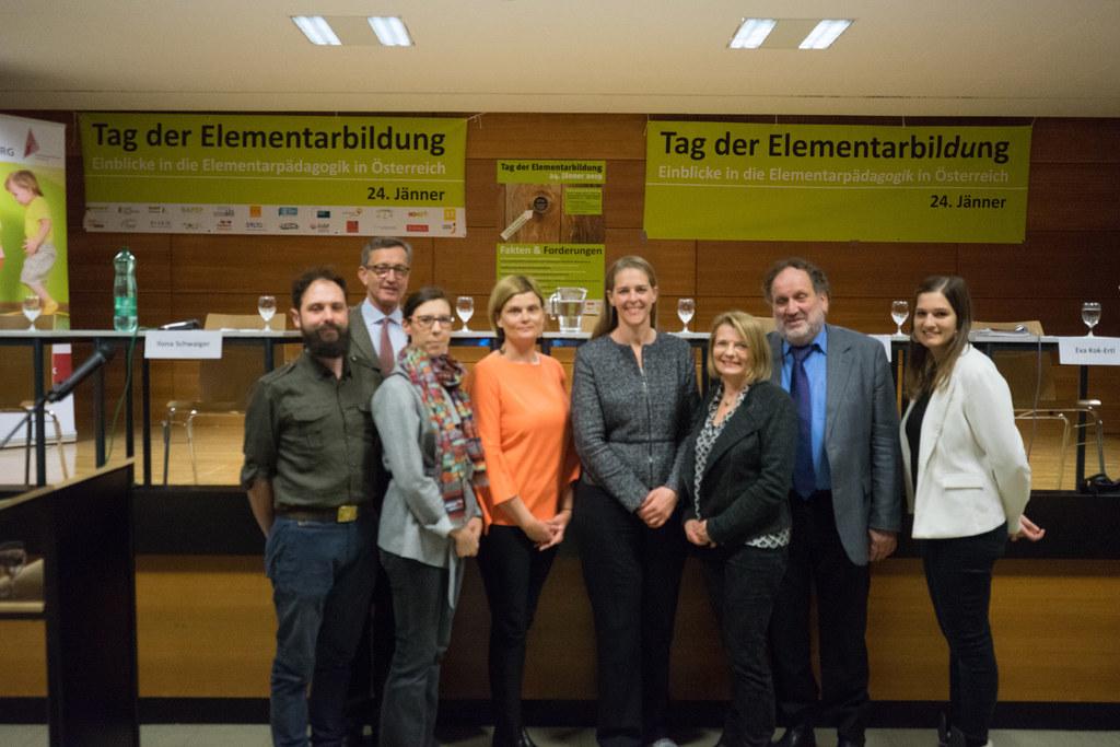 LR Andrea Klambauer (Bildmitte) diskutierte mit Vertreterinnen und Vertretern vo..