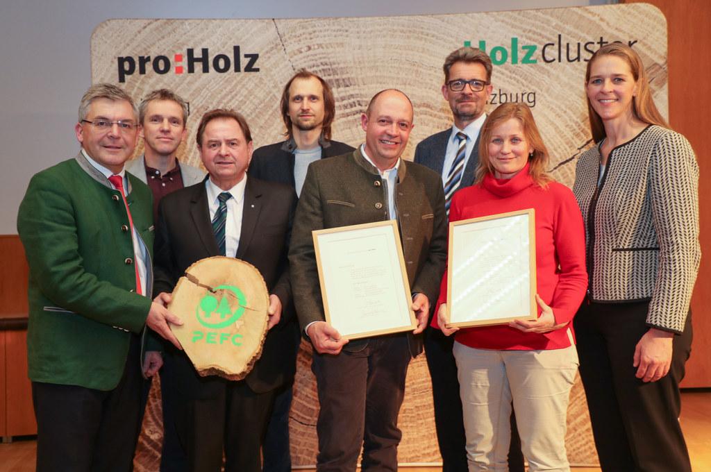 LFS Winklhof mit dem Holzbaupreis ausgezeichnet. Mit dabei: LR Josef Schwaiger, ..