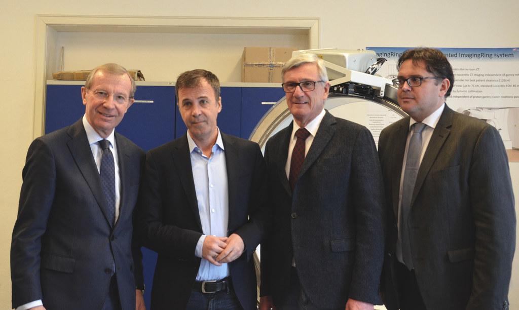 LH Wilfried Haslauer, Heinz Deutschmann, CEO medPhoton, Bgm. Harald Preuner und ..