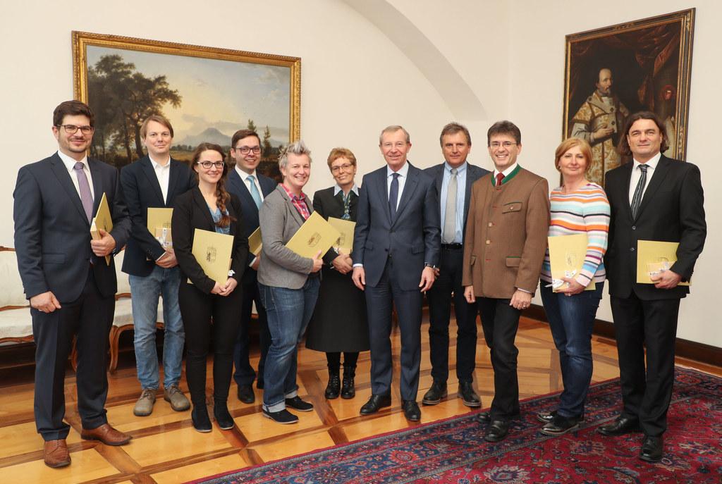 LH Wilfried Haslauer, Markus Kurcz und Sebastian Huber mit den neuen Mitgliedern..