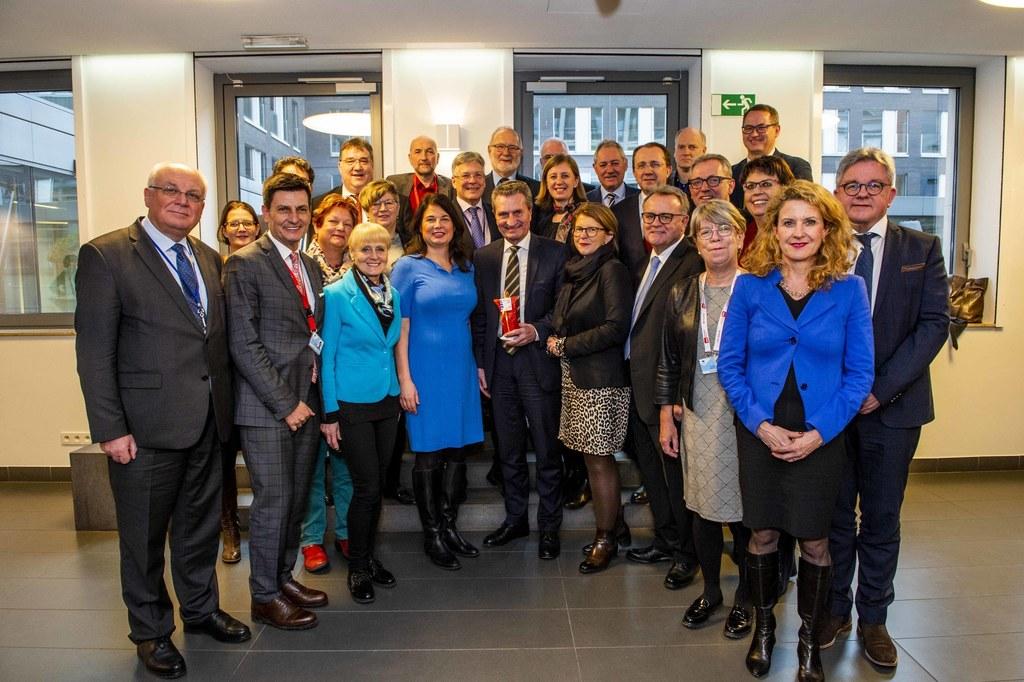Franz Schausberger (Salzburgs AdR-Mitglied) mit der deutschen AdR-Delegation und..
