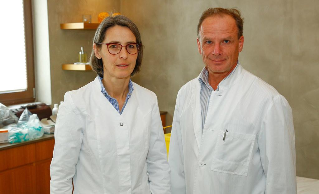 Landessanitätsdirektorin Dr. Petra Juhasz und Amtsarzt Dr. Arno Brugger informie..