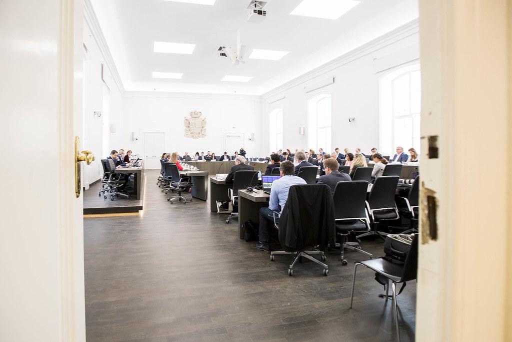 Bei den Ausschussberatungen im Chiemseehof wurden heute Vormittag sechs Tagesord..