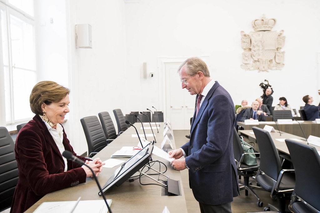 LTP Brigitta Pallauf und LH Wilfried Haslauer im frisch umgebauten Plenarsaal de..