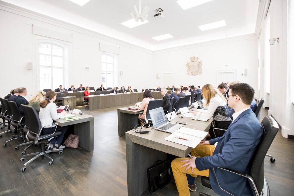 Sieben Beschlüsse wurden heute am Vormittag bei den Ausschussberatungen im Chiemseehof gefasst.