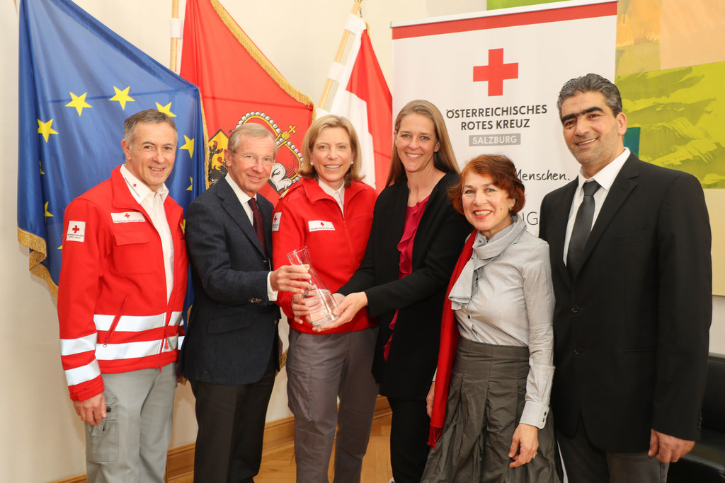 Hilfe für Syrien: Anton Holzer (Rotes Kreuz), LH Wilfried Haslauer, Sabine Kornb..