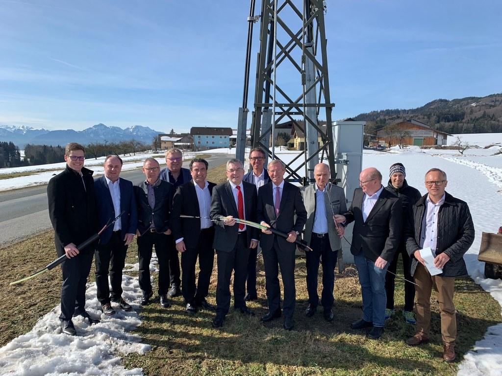 Spatenstich für den Glasfaserkabel-Ausbau auf dem Haunsberg.