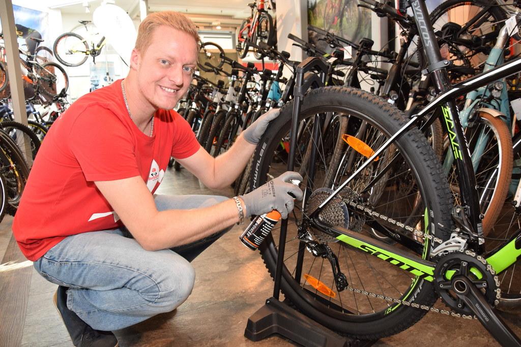 """Jetzt ist die richtige Zeit, das Fahrrad """"frühlingsfit"""" zu machen. Gerhard Schab.."""