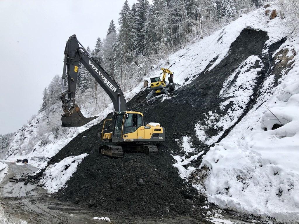 Rund 1.500 Kubikmeter Schnee und Geröll müssen abtransportiert werden.