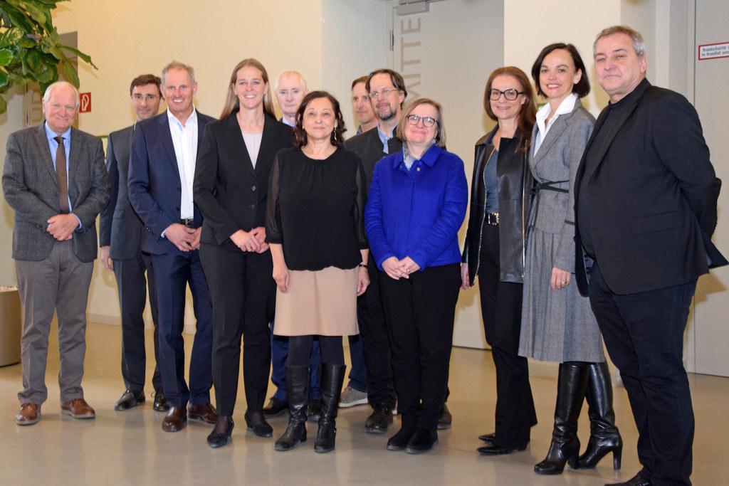 Landesrätin Andrea Klambauer mit den Mitgliedern des Wissenschaftsrats.