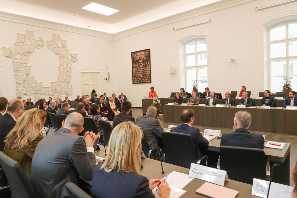 Eine umfangreiche Tagesordnung liegt für die letzte Plenarsitzung des Salzburger..