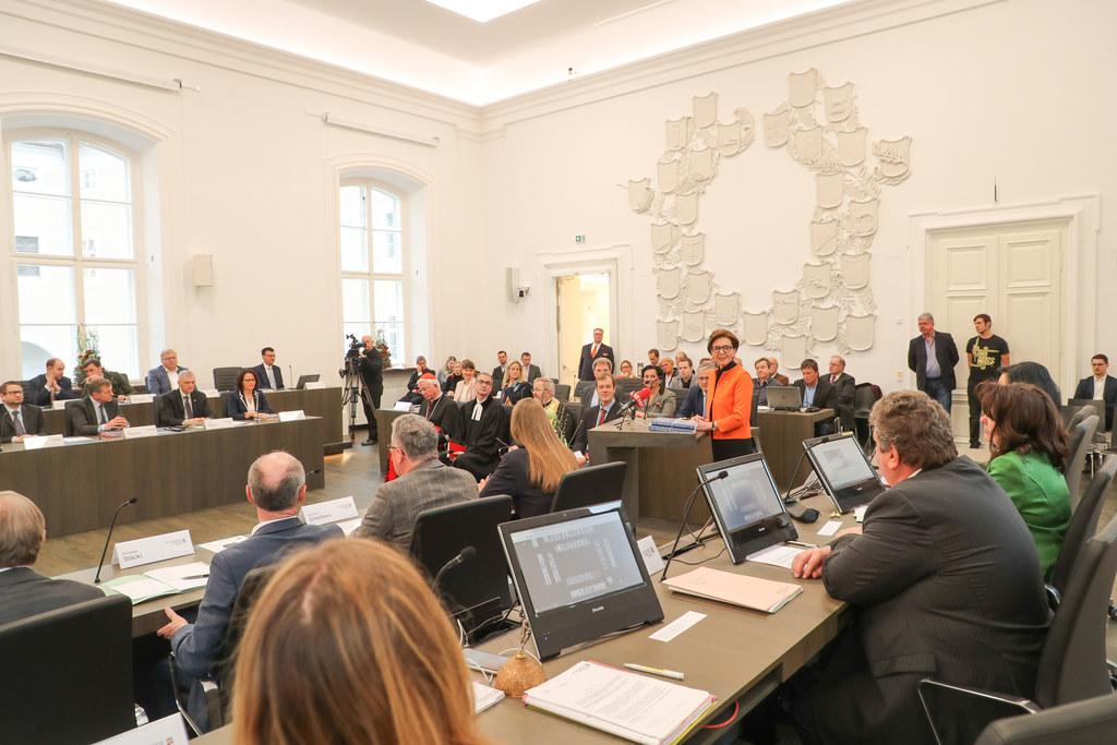 Seit Februar arbeiten die Abgeordneten wieder im komplett renovierten Plenarsaal..