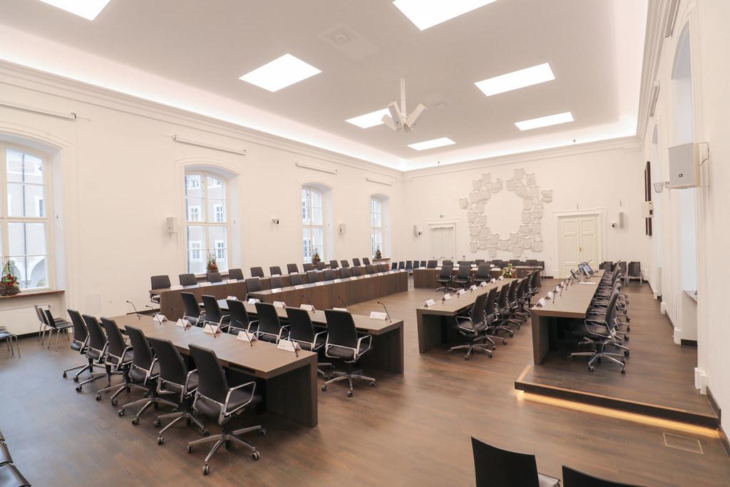 Die Landtagsarbeit wird am 1. April mit einer Plenarsitzung fortgesetzt - in verkleinerter Besetzung.