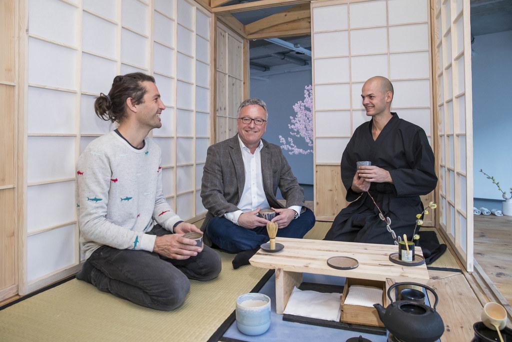 Die ersten Gäste im Teehaus: Gerhard Feldbacher, LH-Stv. Heinrich Schellhorn und..