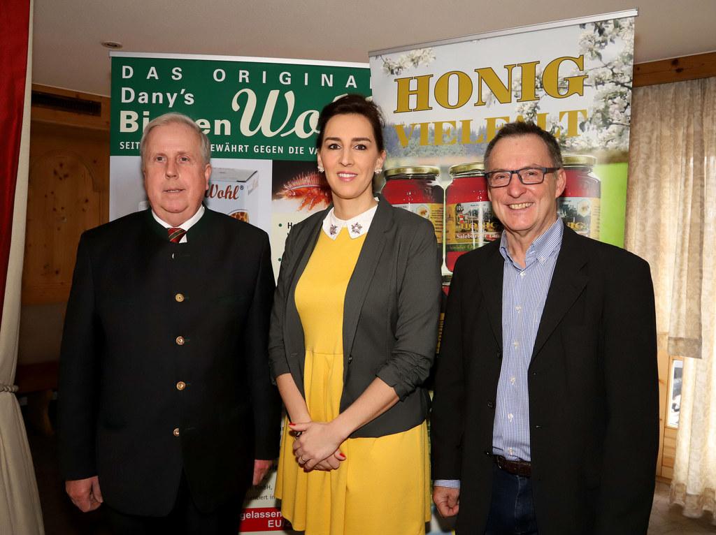 LR Maria Hutter bei der Landesversammlung der Imker- und Bienenzüchter in Saallf..