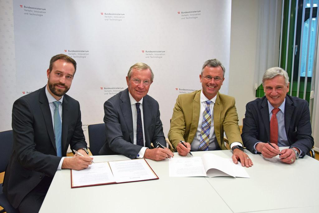 LR Stefan Schnöll, LH Wilfried Haslauer, Minister Norbert Hofer und Bgm. Harald ..