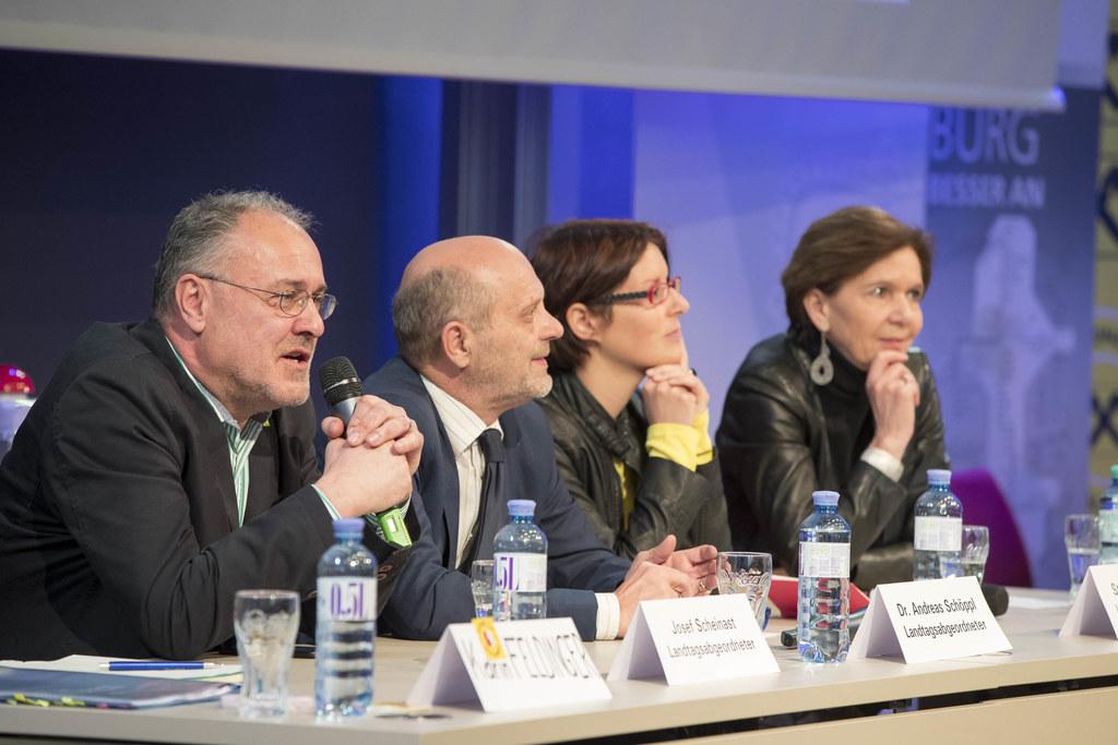 Erster Programmpunkt beim Europa-Quiz war heute eine Diskussionsrunde mit Landta..