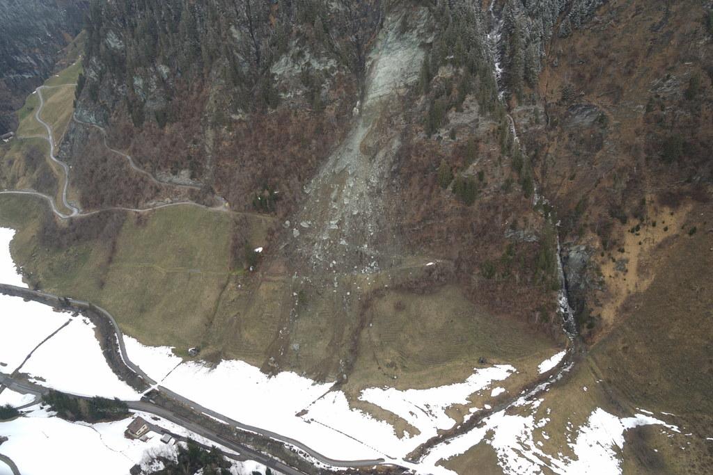 2.500 Kubikmeter Gestein sind in Hüttschlag zu Tal gedonnert. Die größten Brocke..