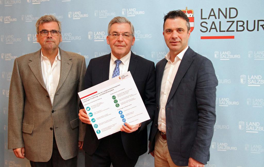 LR Josef Schwaiger präsentierte das Drei-Säulen-Modell zum Thema Tiertransporte,..