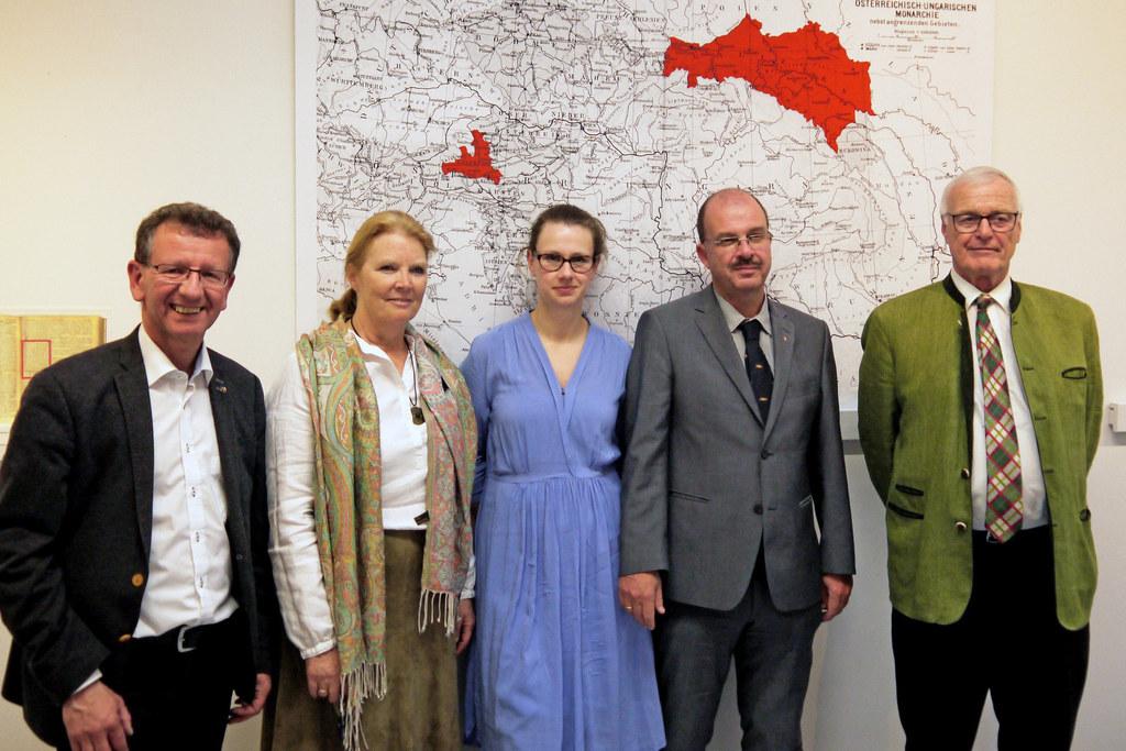 Bürgermeister Andreas Wimmreuter, Schulleiterin Gabriele Jauck, Joanna Klepacka ..