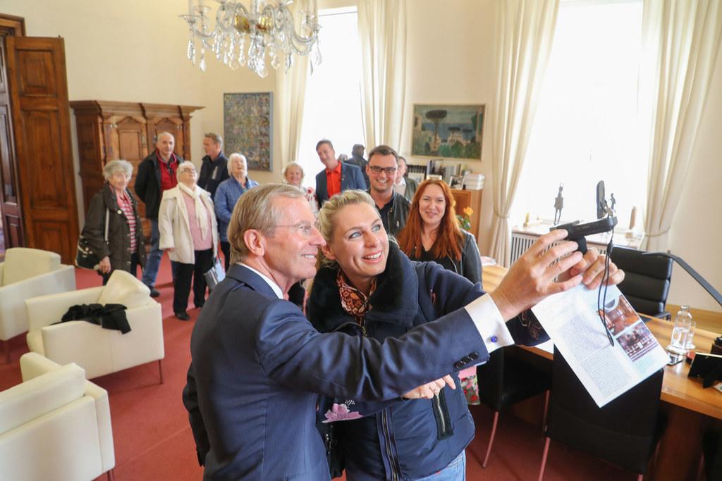 Ein Selfie mit dem Landeshauptmann - das war beim Tag der offenen Tür sehr begeh..