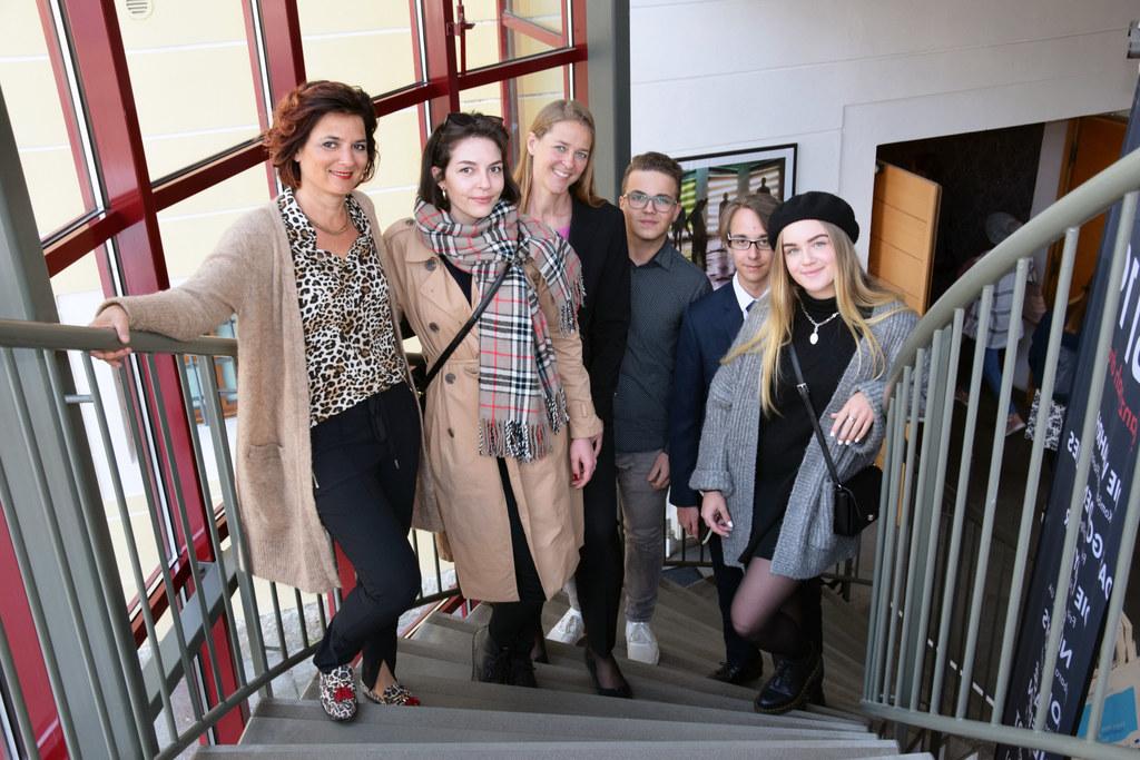 67. Jugendredewettbewerb Salzburg: LR Andrea Klambauer (Mitte) mit Sabrina, Samu..