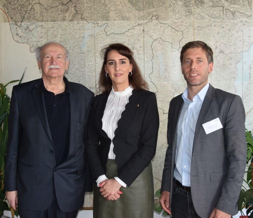 Gemeinsamer Einsatz für die Bergwälder: Peter Haßlacher (CIPRA), Landesrätin Mar..