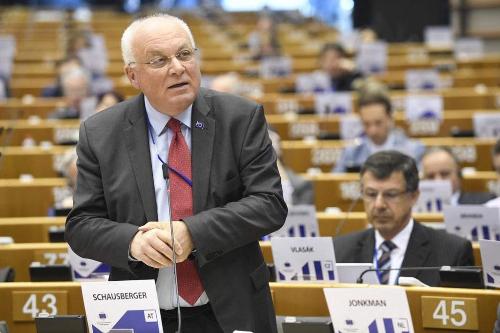 Franz Schausberger forderte im Ausschuss der Regionen mehr Anerkennung der EU fü..