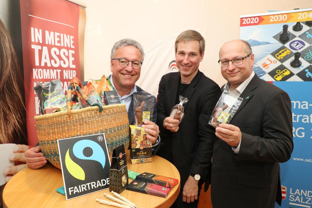 Fairtrade setzt sich für gerechte Löhne der Produzenten ein, im Bild LH-Stv. Hei..