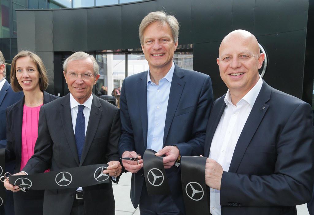 Eröffnung der neuen Österreich-Zentrale von Mercedes-Benz, v.l. Doreen Laubsch (..