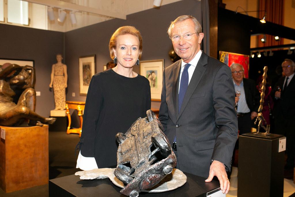 LH Wilfried Haslauer mit Alexandra Graski-Hoffmann, die Veranstalterin von Art u..