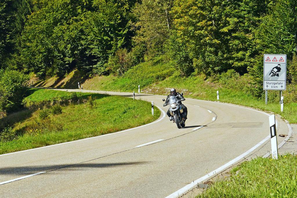 Das Motorrad in jeder Situation beherrschen. Das Land Salzburg fördert Fahrsicherheitstrainings.
