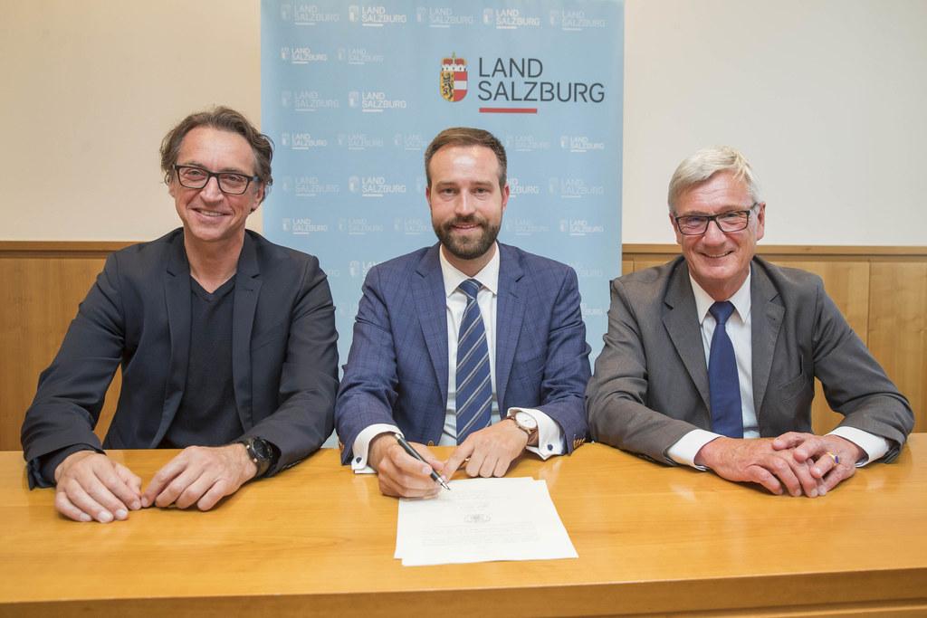 Der Gründungsvertrag für die Regionalstadtbahn Gesellschaft ist unterschrieben, ..