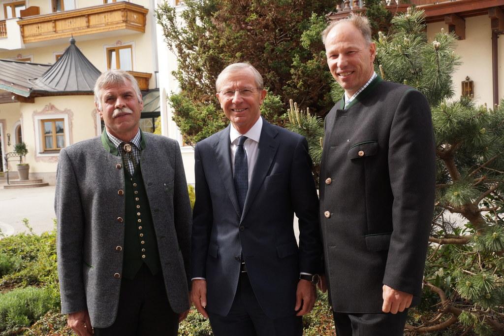 Landeshauptmann Wilfried Haslauer mit Alt-Präsident Thomas Zanner und Nachfolger..