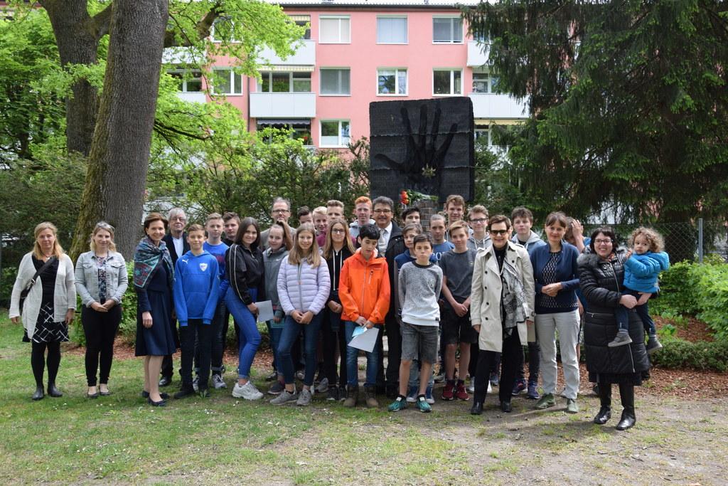 LTP Brigitta Pallauf nahm an der Gedenkfeier für Roma und Sinti beim Mahnmal am ..