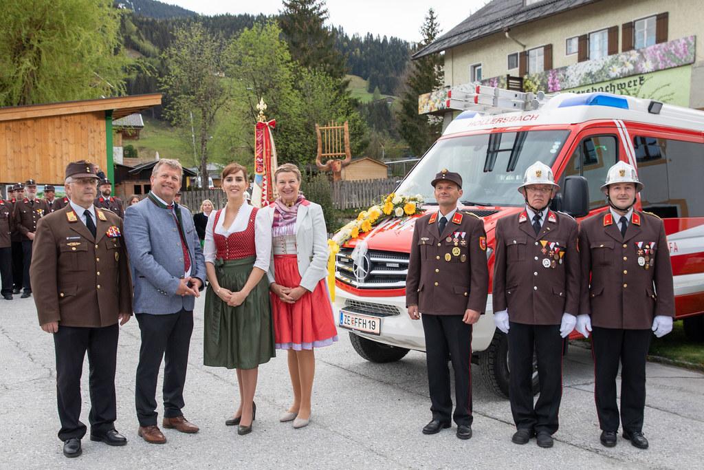 LR Maria Hutter (3. von links) und Bürgermeister Günter Steiner (2. von links) b..