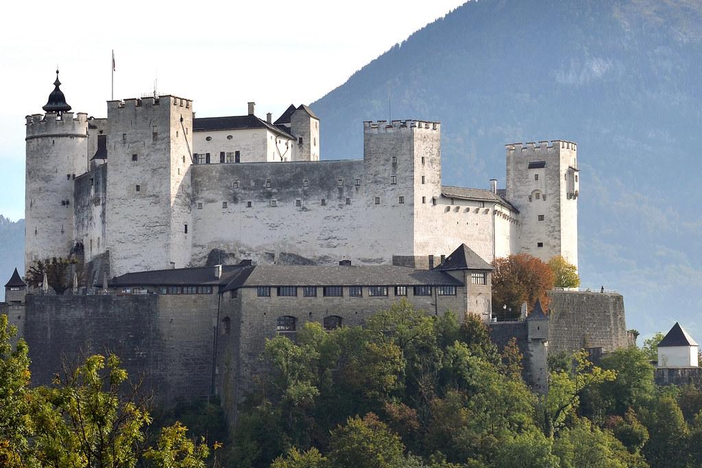 Am 9. Mai tauscht die Festung Hohensalzburg zum Europatag ihr traditionelles Wei..