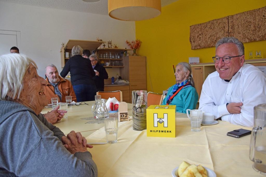 LH-Stv. Heinrich Schellhorn verbrachte einen Nachmittag mit den Besucherinnen un..