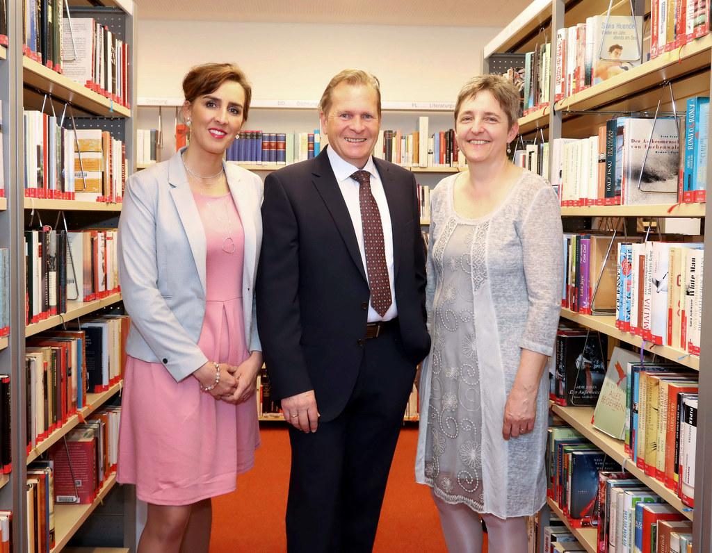 LR Maria Hutter, Bgm. Erich Rohrmoser und Bildungszentrum-Geschäftsführerin Sabi..