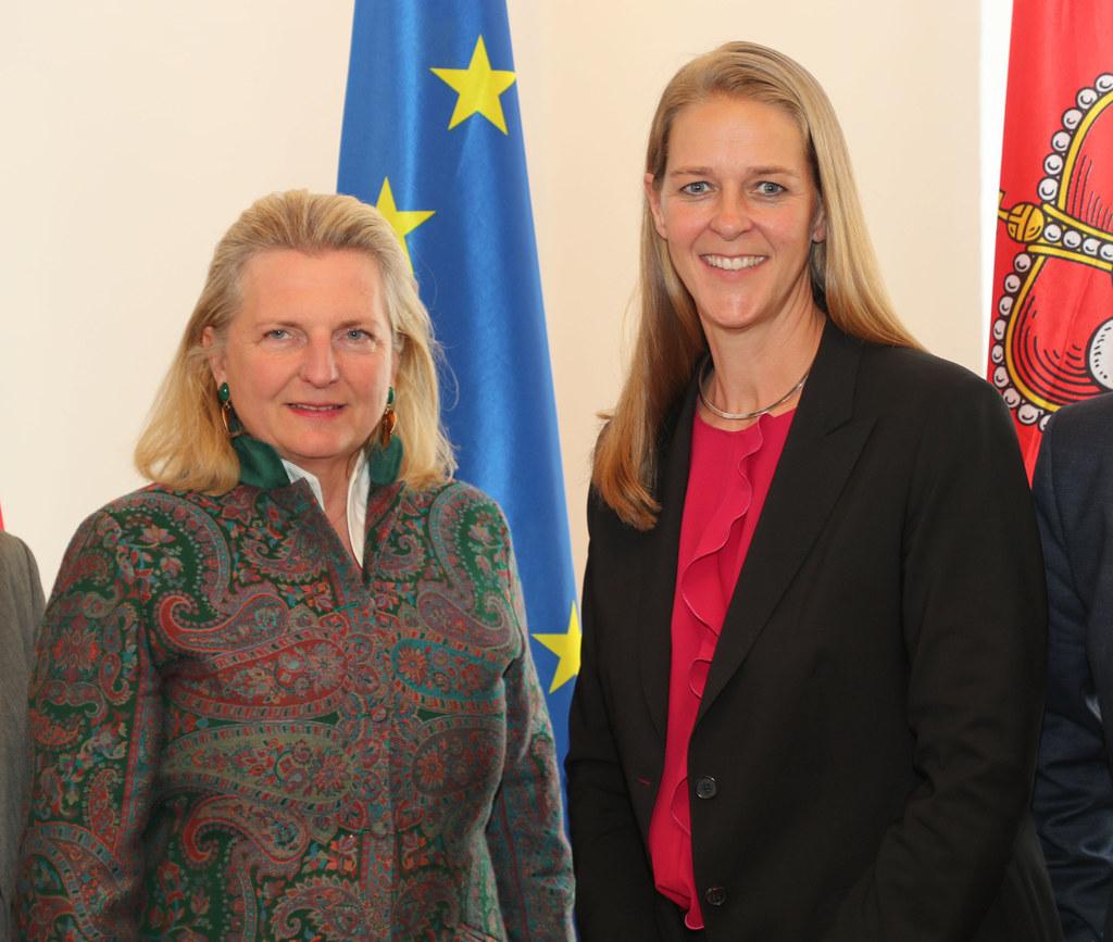 Landesrätin Andrea Klambauer und Bundesministerin Karin Kneissl nach der Konfere..