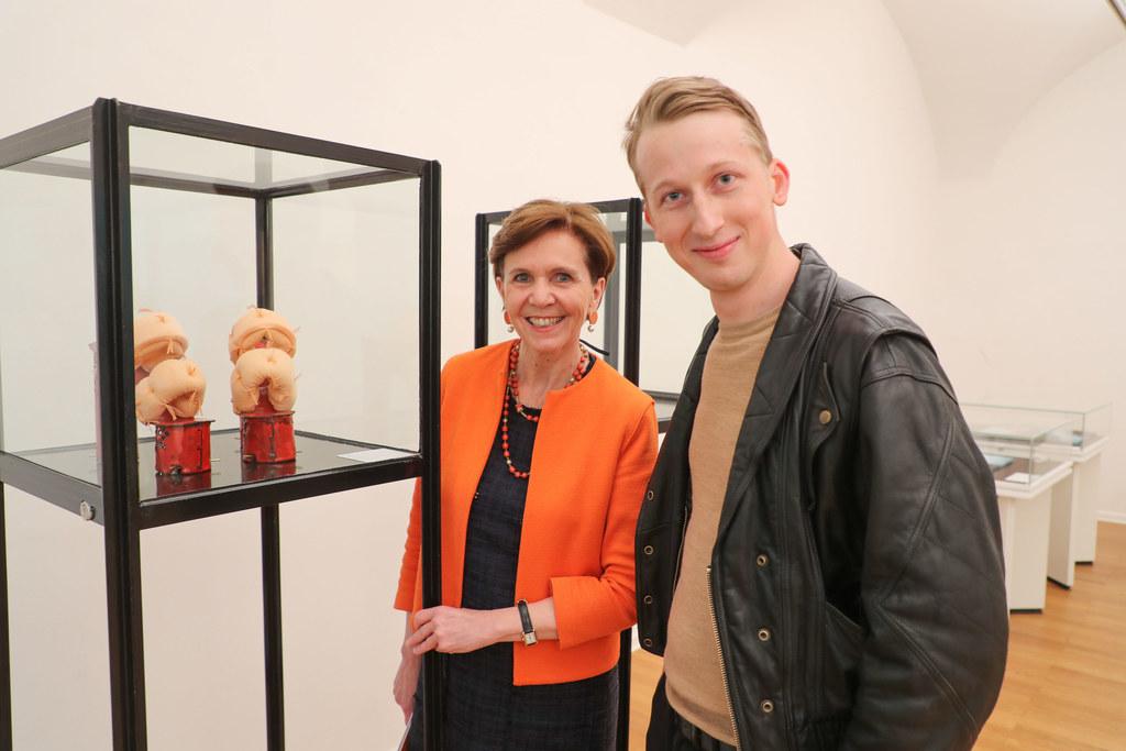 Preisträger Paul Iby bei der Preisverleihung mit Landtagspräsidentin Brigitta Pa..