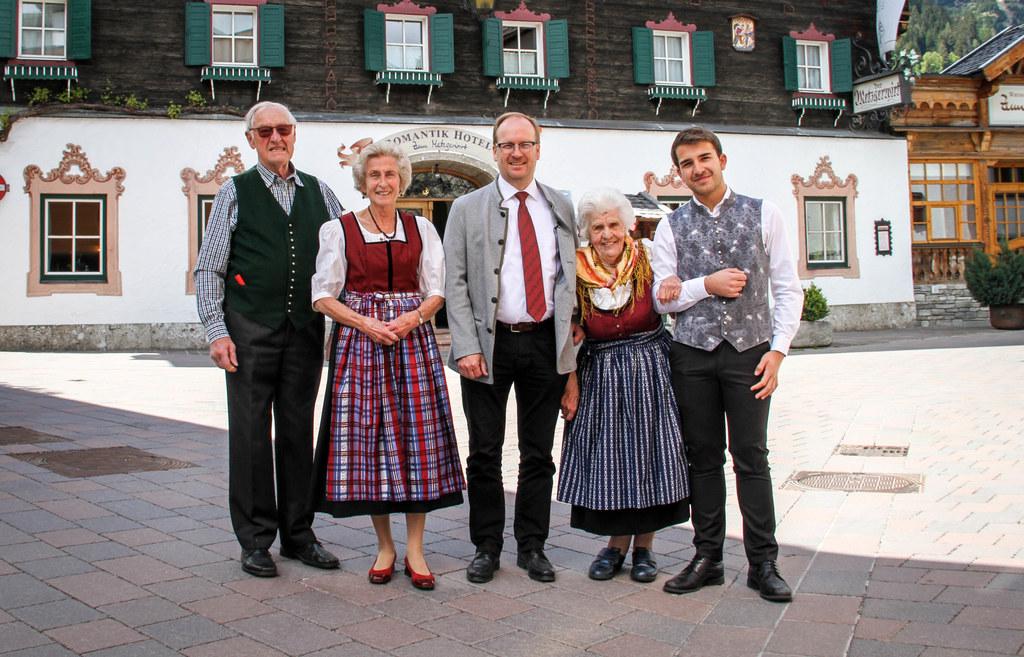Vier Generationen Gastfreundschaft: Seniorchef Josef Hörl und Elisabeth, Werner ..