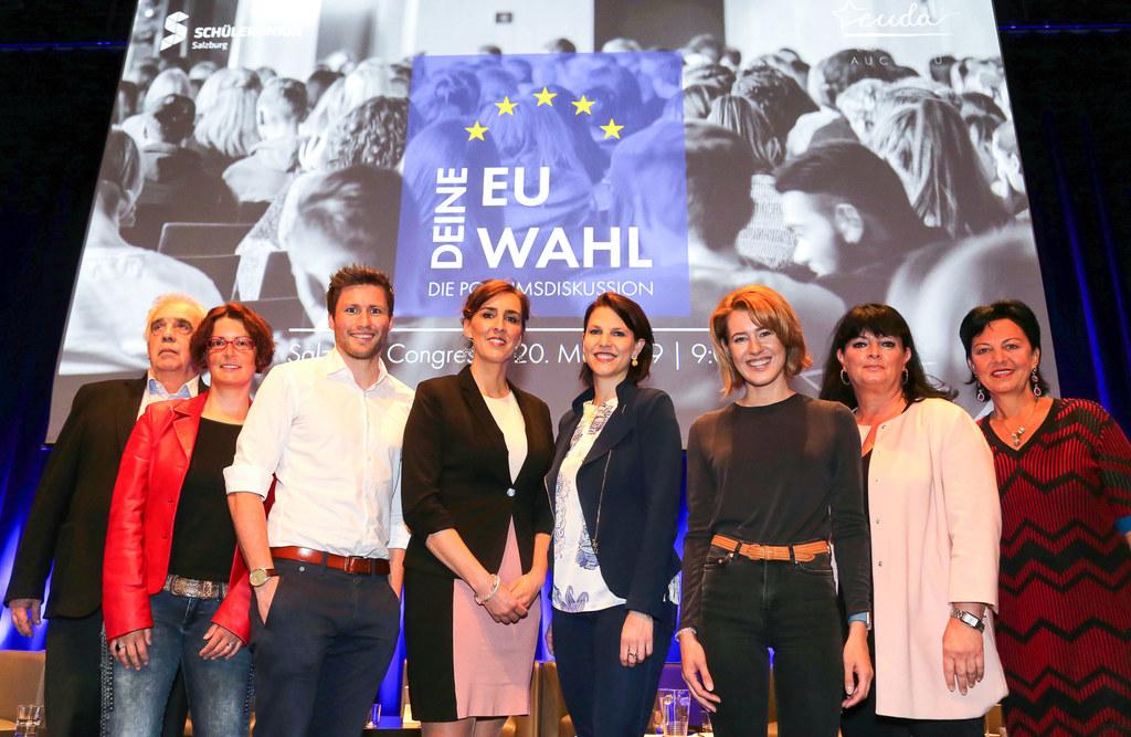 Diskutierten mit Salzburgs Jugend zur EU-Wahl, v.l.: Johannes Voggenhuber (JETZT), Stefanie Mösl (SPÖ), David Stögmüller (Grüne), LR Maria Hutter, Karoline Edstadler (ÖVP), Claudia Gamon (NEOS), Karin Berger (FPÖ) Gritlind Kettl (Stabsstelle EU-Bürgerservice und Europe Direct Land).