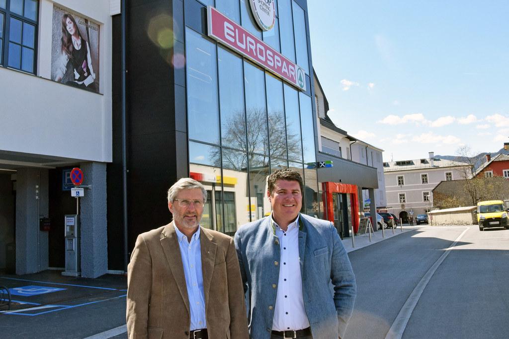 """COOP in Tamsweg wird mit dem """"umweltblatt Salzburg"""" ausgezeichnet: Johannes Sing.."""