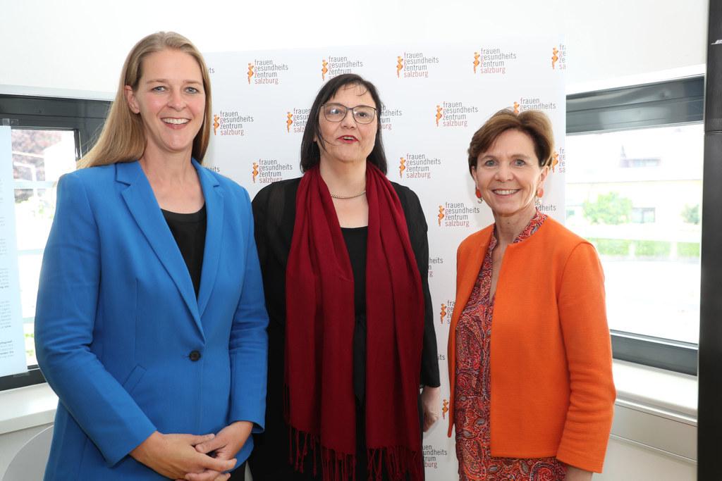 Freuen sich über 25 Jahre FrauenGesundheitsZentrum Salzburg: LR Andrea Klambauer..