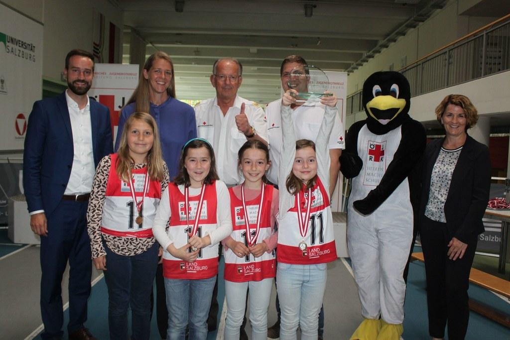 Sport-LR Stefan Schnöll, Jugend-LR Andrea Klambauer, Rotkreuz-Präsident Werner A..